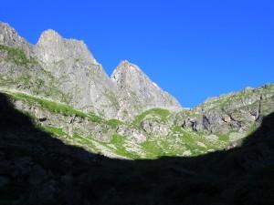 Salendo verso l'alpe Arculà, il Castello sullo sfondo